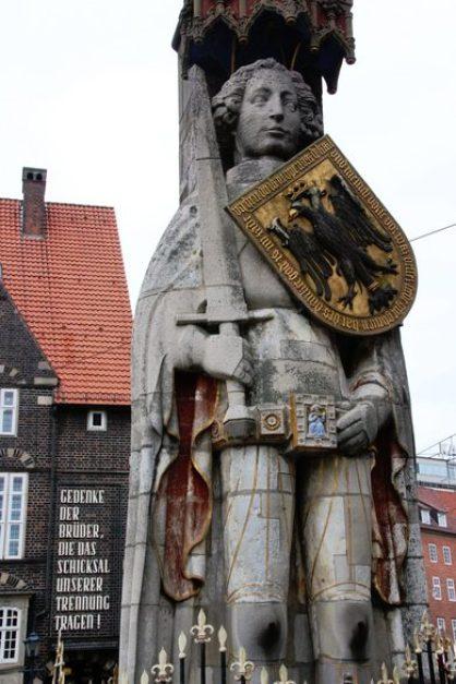 Warum steht der Roland in Bremen? Bedeutung der Roland Statue