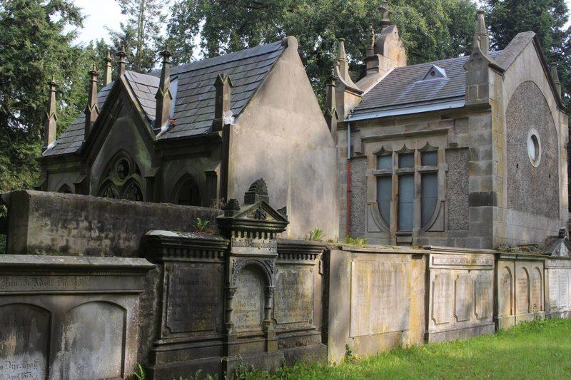 Mausoleen auf dem Alten Friedhof in Niedersachsen