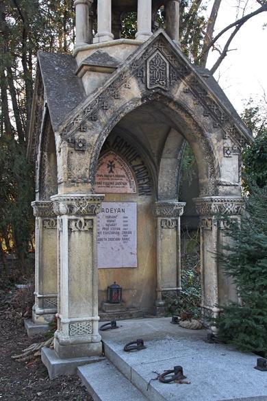 Altes Mausoleum auf dem Friedhof in Wien