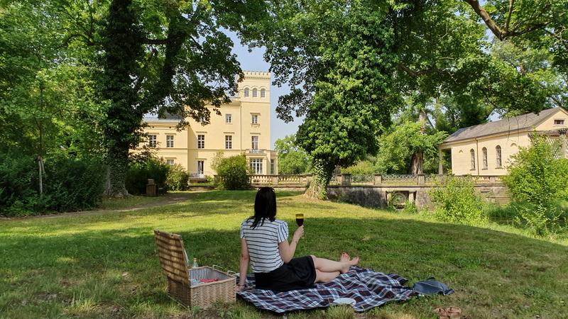 Picknick im Schlosspark, Schlosshotel in Brandenburg
