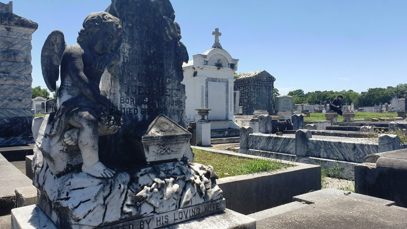 alte Gräber, verfallener Friedhof, New Orleans