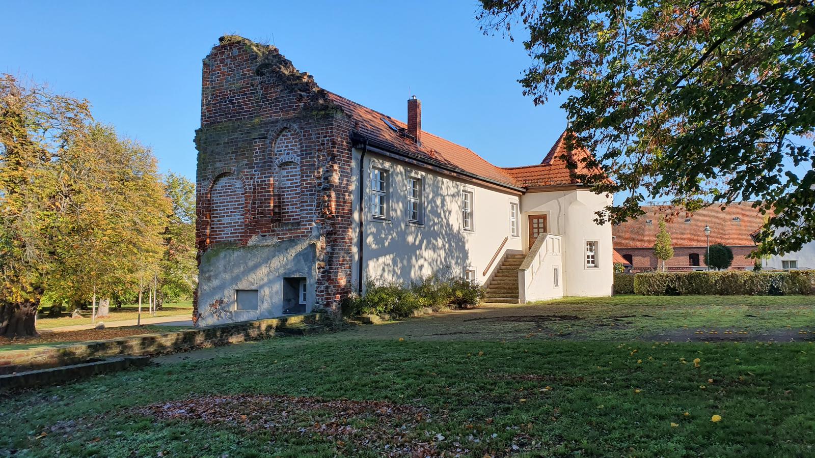 Bismarck-Museum im Schloss in Schönhausen an der Elbe - Vom Schloss ist heute nur noch ein Seitenflügel erhalten, der Rest wurde gesprengt.