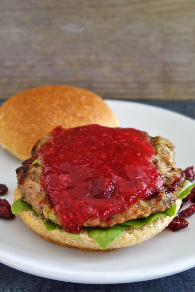 Thanksgiving Turkey Burger recipe - Delicious burger with cranberry sauce