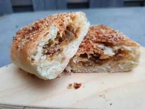 Gevulde broodjes met gehakt