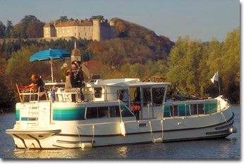 Boating on the river Saone with Locaboat