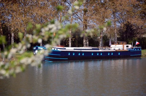 Magnolia barge cruises in Burgndy