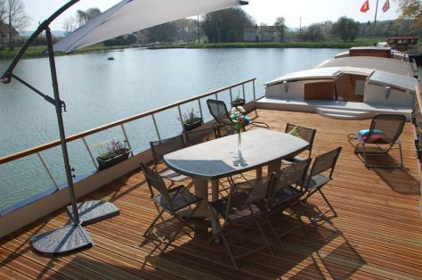 Wine and Water cruise on board a barge in Burgundy