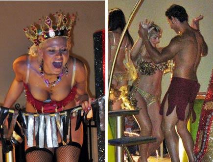 performers at carnival in merida