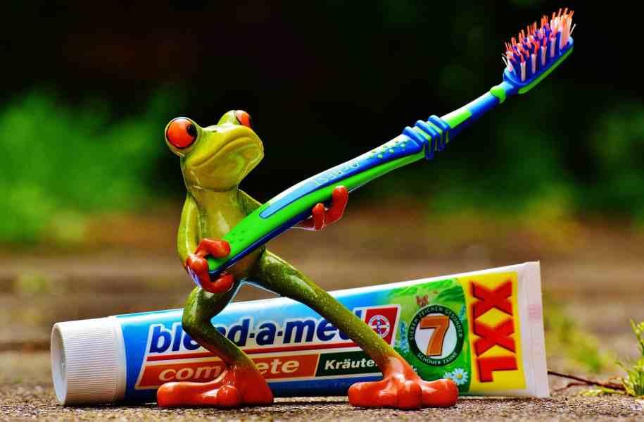 Nettoyer avec du dentifrice