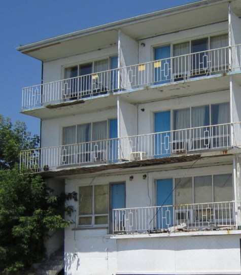 Riviera balcony west side