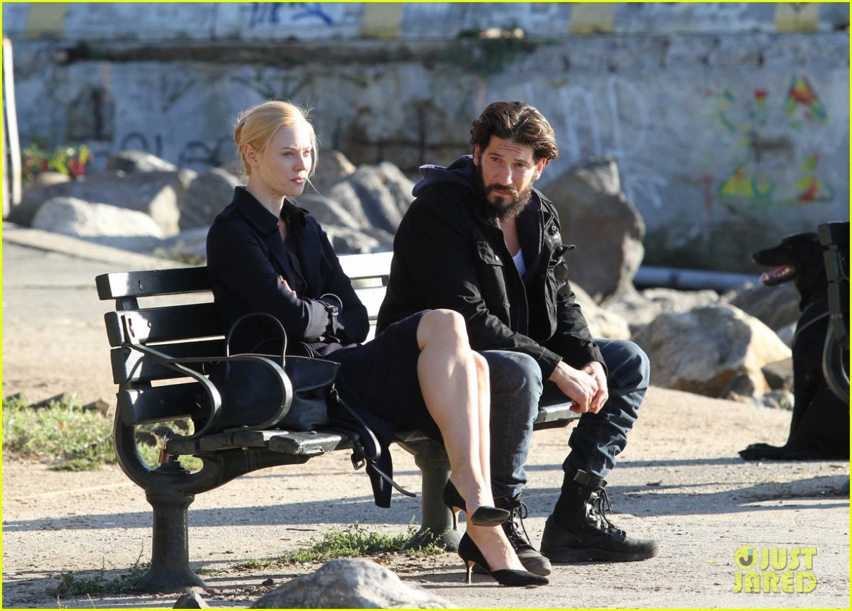 52195950 Jon Bernthal looks unrecognizable with long hair and full beard as the vigilante superhero 'The Punisher' filming with costar Deborah Ann Woll in Brooklyn's Kent avenue waterfront on October 5, 2016. FameFlynet, Inc - Beverly Hills, CA, USA - +1 (310) 505-9876