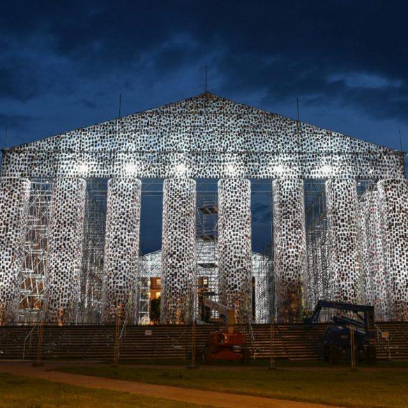 O Parthenon de Livros | Peça de exposição de arte contém mais de 100 mil livros banidos durante o nazismo 16