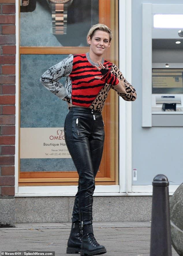 """Kristen Stewart aparece em novas fotos das gravações do reboot de """"As Panteras"""", rodadas na Alemanha 18"""