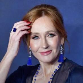 J. K. Rowling devolve prêmio após polêmica com a comunidade trans 21