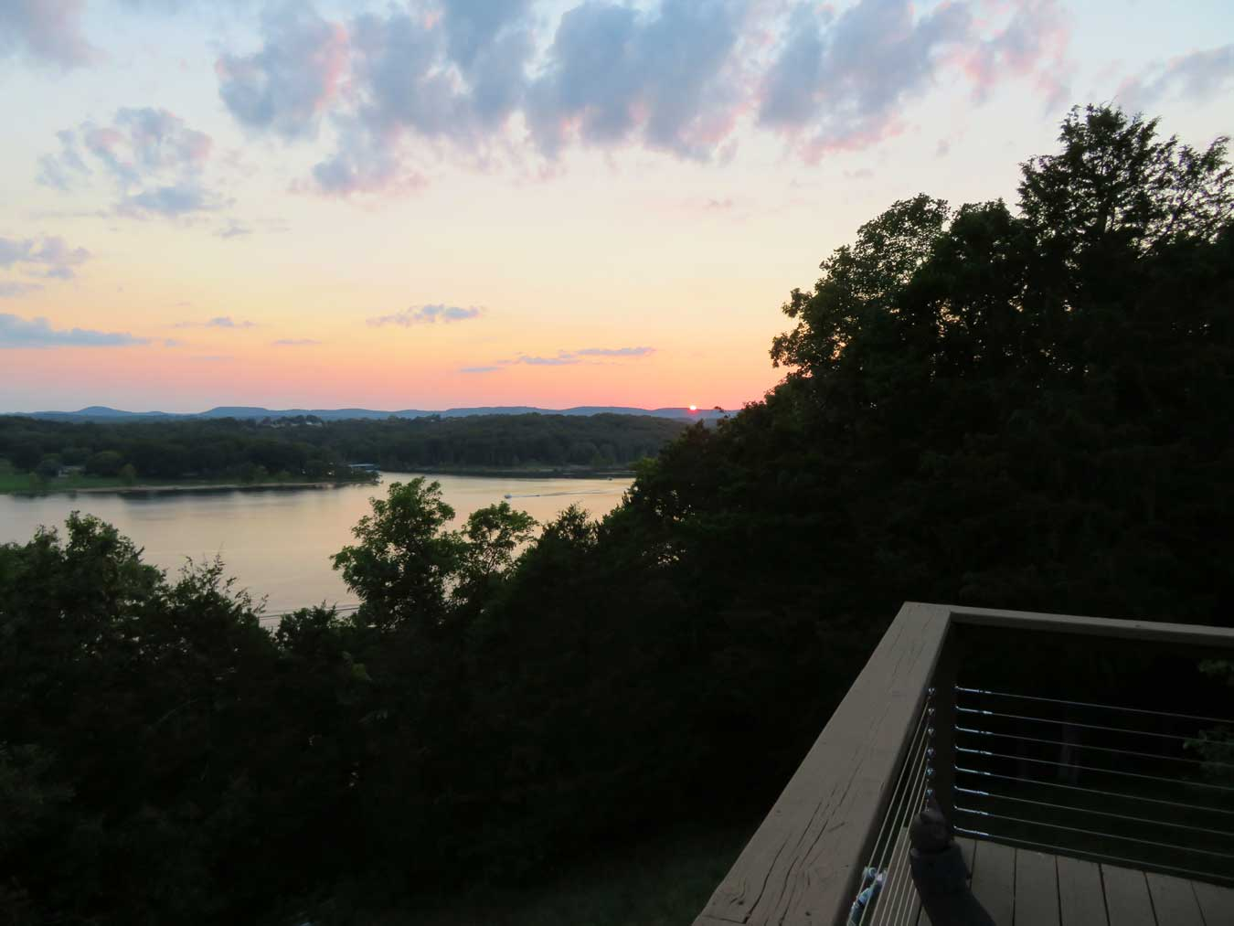 Table Rock Lakes teaches us that cool sunsets CAN happen on land