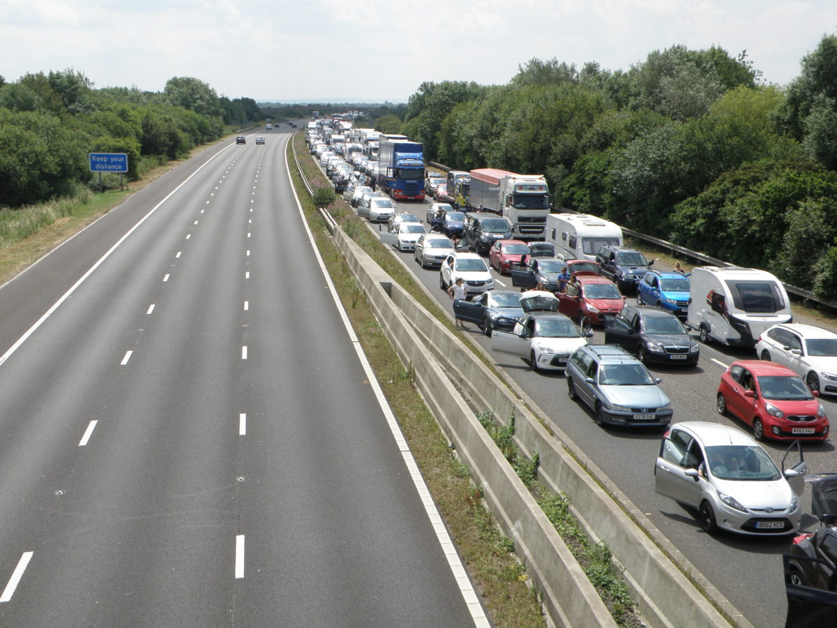 Two injured in an M5 accident near Burnham while a 4×4