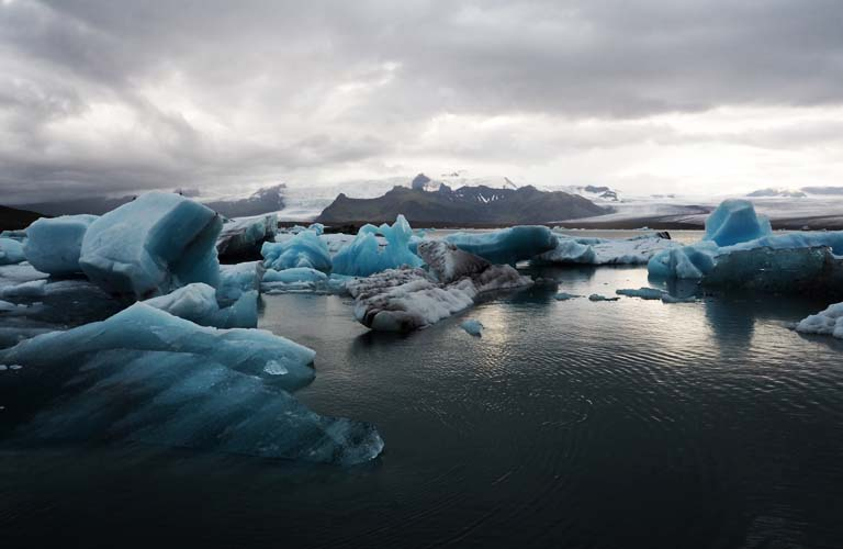 ice-lagoon-island-backpacking-iceland-camping-island-zelten