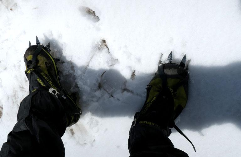 Bergschuhe Steigeisen Kasbek Mount Kazbek Packliste Georgien Trekking