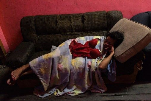 In an old house in the neighborhood of Lapa, in Rio de Janeiro, live and work as prostitutes, about 25 tranvestites. Photo: Ana Carolina Fernandes