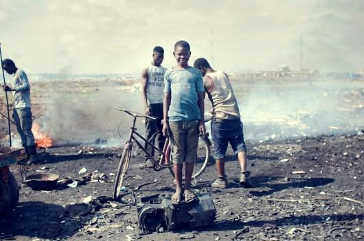 11_agbogbloshie_kevin_mcelvaney_derkevin.com_e-waste_burnmagazine