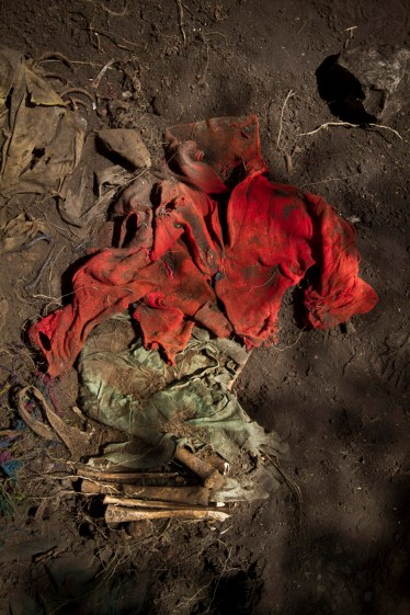Clothes and remains of a boy were found after the exhumation of a mass grave in the Suyrurupampa area, in Chungui. This is not the first exhumation held there. Between November of 2005 and July of 2013, 166 corpses were dug up and 102 of them identified. Between November and December of 2013, two forensic teams from the Public Prosecutor's Office exhumed approximately 50 mass graves in the long-suffering Chungi district, in Ayacucho, Peru. Shining Path and Peruvian Armed Forces are believed to have buried at least 200 people in these pits. During four weeks of work, 99 corpses were found. Chungui is a distant district located in the region of Ayacucho, which was –according to the Truth and Reconciliation Commission– one of the most affected Peruvian villages during the political violence and armed conflict time, between 1980 and 1995. Chungi's territory, of around 1000 square kilometers, was the scenario of multiple slaughters caused by both subversive organization Shining Path and Peruvian Policing Agencies (Army and Police forces). Currently, that same area contains 320 mass graves with the remains of more than 1,384 victims, waiting to be acknowledged by their families, mostly orphans and survivors of such harsh time. The Truth and Reconciliation Commission estimates that 1,384 people there died by assassination.  Today, most of Chungui's population lives in extreme poverty. They are part of VRAEM, a large area of valleys surrounding the rivers Ene and Apurimac that also account for the most extensive Peruvian territory dedicated to production of cocaine paste and coca. Although one part of Chungui district is a mountainous area, the possibility of making more profit from coca plants is a permanent temptation, since it's highly demanded in comparison to other agricultural products. The restoration of celebratory expressions and life-death rituals is interrupted by the still slow exhumation process of the victims and disappeared people of those b