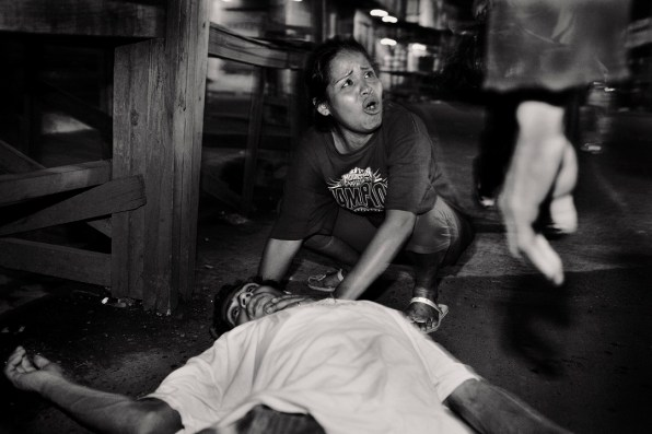 Assault at Hotel Richard seventh avenue in comayagüela woman cries mary rina monzon disconsolate over the body of Renaldo Palma allegedly killed in a discussion.