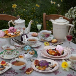 Alice's Adventures in Wonderland (Lewis Carroll)