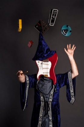 Oz Noy -- solo artist.