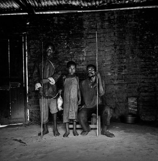 Members of a bagyeli pygmie family bring the day's hunt to the Bantu house where they work as servants. Kribi Cameroon.
