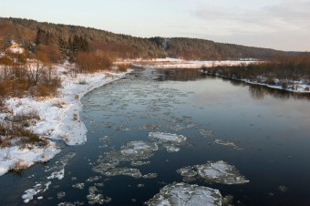 The Neman River (Memel in German) is a natural border between Lithuania and Königsberg (Kaliningrad). Many children tried to get over the frozen river to Lithuania, or they tried to paddle on wood. Many children did not survive.
