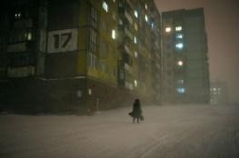 Pendant les tempêtes de neige la visibilité diminue. Pour résoudre ce problème d'orientation, les numéros des immeubles sont souvent affichés en gros chiffres de 3 à 6 mètres de hauteur. Cela aide aux gens à bien se situer dans le quartier et trouver le plus vite possible l'immeuble désiré.