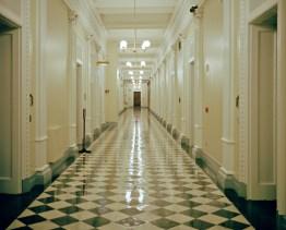 USA, D.C., Washington: Blick in den Gang des Eisenhower Buildings, einem Seitegebäude des Weissen Haus. Bilder eines Landes, dass uns so fremd und doch so nah scheint. Fotografiert auf einer Reise durch 22 Bundesstaaten durch die USA im Jahr 2015 und 2016. FOTO: Mario Wezel