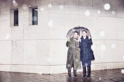 Aunque llueva, salen a caminar todas las mañanas.