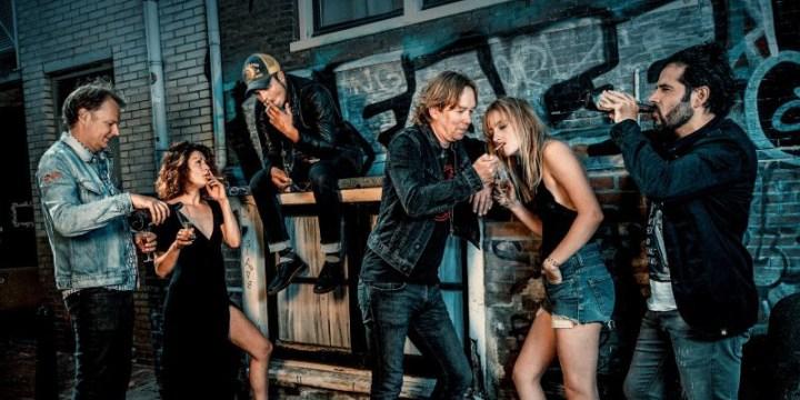 Van Dik Hout viert jubileum in het theater