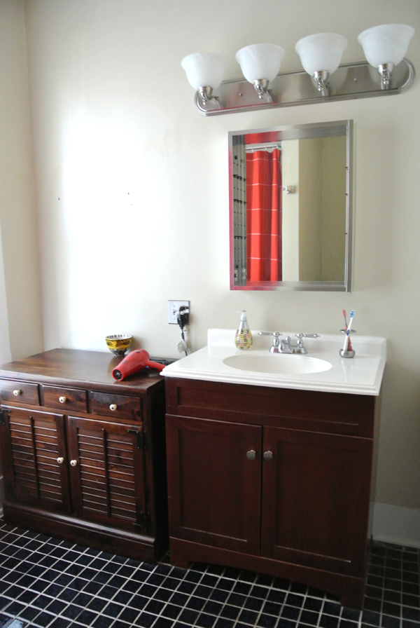 master bathroom before | burritosandbubbly.com