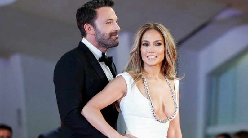 Jennifer Lopez ve Ben Affleck kırmızı halıda boy gösterdi