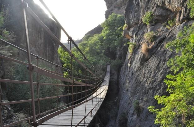puente colgante. Ruta por Granada
