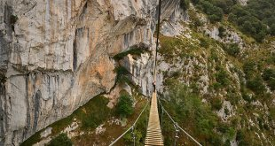 Puente tibetano de la Vía ferrata de la Hermida