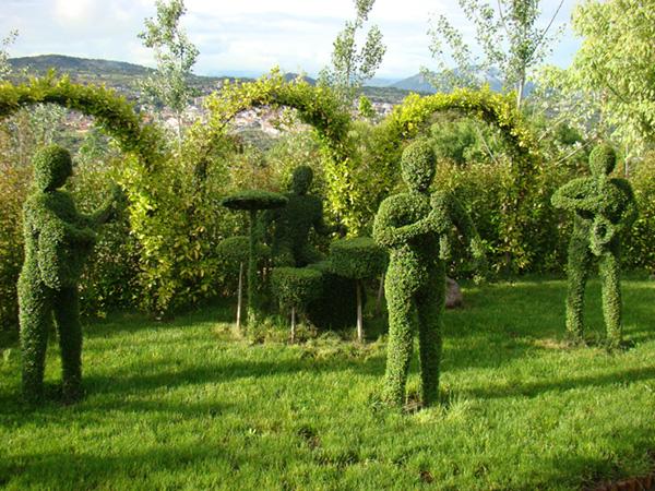 Esculturas en el bosque encantado