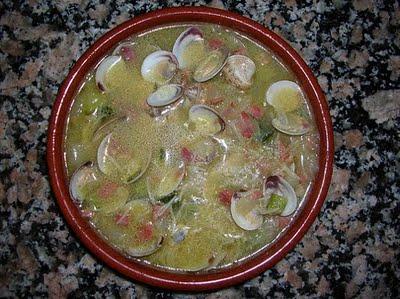 Sopa de almejas con jamón