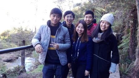 UNSW Chinese Students Association helping out with planting at Katoomba Falls