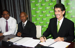 BSP GCEO Robin Fleming (right) sealing the transaction to fund the State's equity in Solwara 1. Looking on are (from left) Petromin CEO Arun Basu, and Petromin Non-Executive Director Jerry Wemin.