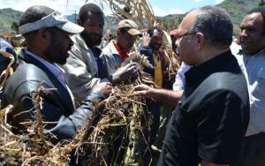 Prime Minister Peter O'Neill meets drought-stricken farmers in the Southern Highlands. Credit: PM's office.