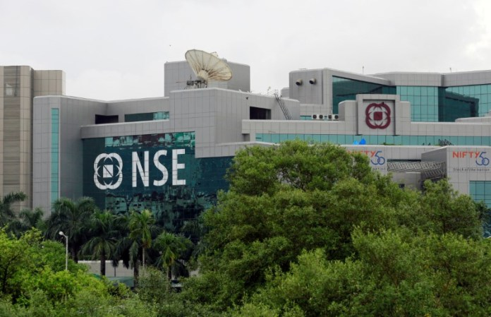 © Reuters.  India shares higher at close of trade; Nifty 50 up 1.56%
