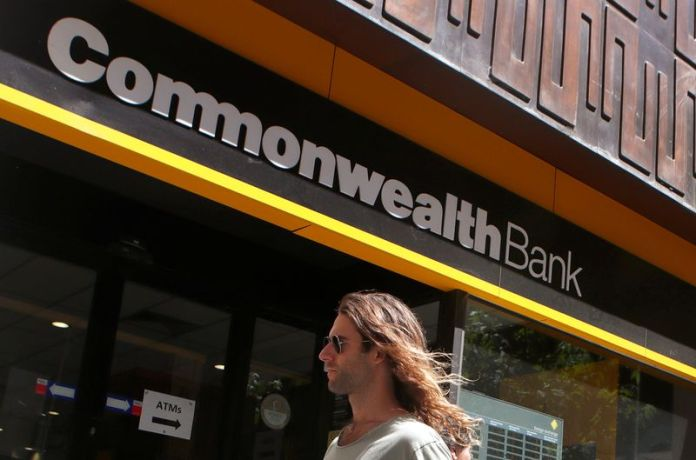 © Reuters. A man walks past a branch of the Commonwealth Bank of Australia in central Sydney
