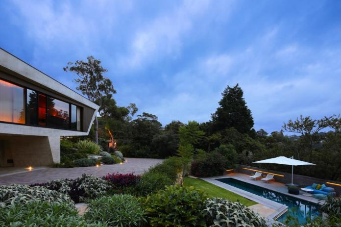 exterior of pascale gomes-mcnabb designed sculptural home 25 neerim castle cove sydney aus