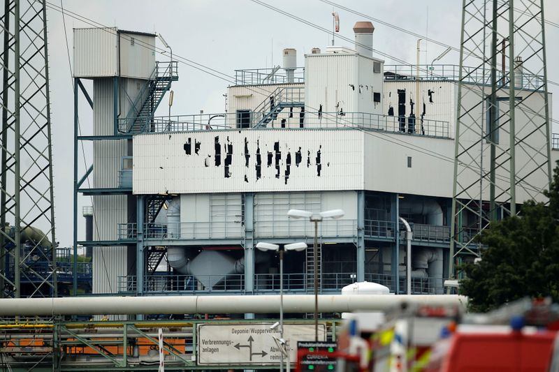 Hope of finding survivors of blast in German industrial park fades