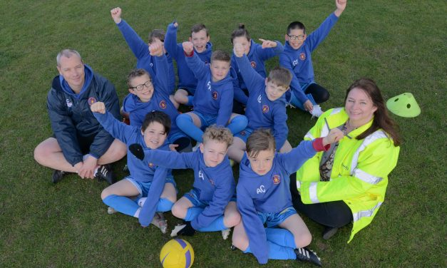 Football team all kitted out thanks to Bellway sponsorship