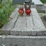 In alcune tombe il seminato veneziano e semplicemente distrutto.