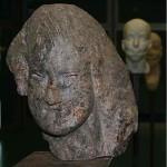 """""""Nereide"""", feita de xisto da região de Bretânia, pálpebra feita de marisco recente, altura: 29 cm, 2006."""